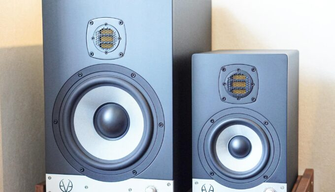 EVE AUDIO SC208モニタースピーカーのレビュー。デカいモニターはメリットもデカいのか?