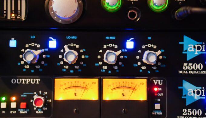 API550B実機とUADプラグインの音を比べてみる実験!API5500